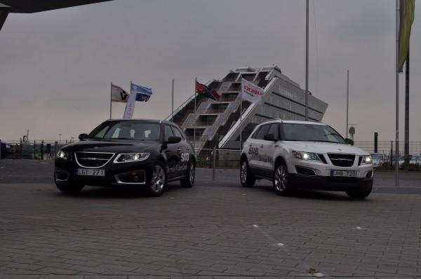 Saab 9-4x och Saab 9-5 sport i hamnen i Hamburg