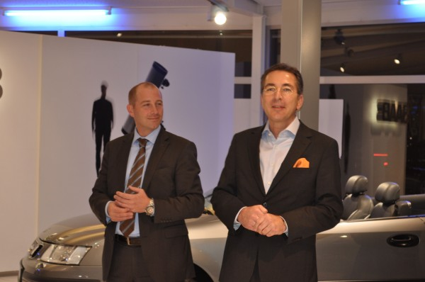 Saab Country Manager Jan Philipp Schuhmacher en Dittmar Schreyer in Bremen