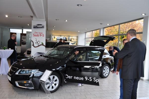 O novo carro esportivo Saab 9-5 em Saab Zentrum Mainz