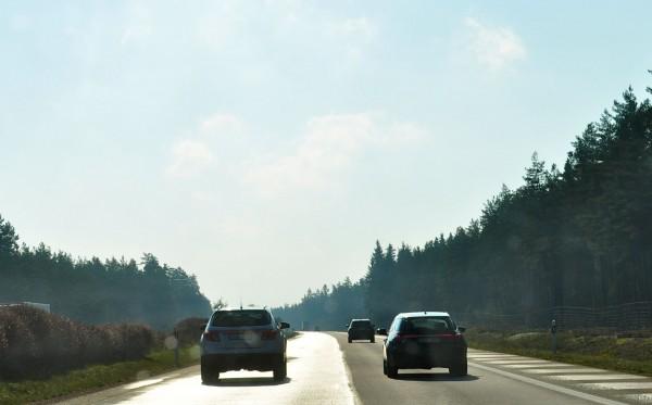 La voiture de sport Saab 9-4x et Saab 9-5 sur le chemin de Malmö