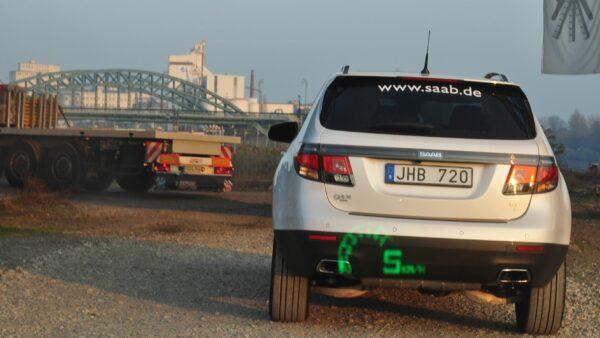 Saab 9-4x on the job site, followed by the Saab 9-5 sports car with head-up display