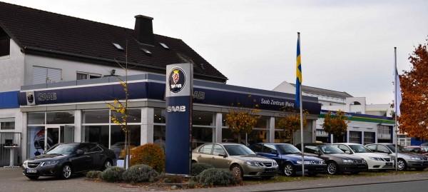 Saab Zentrum Mainz, schwedisch geflaggt...