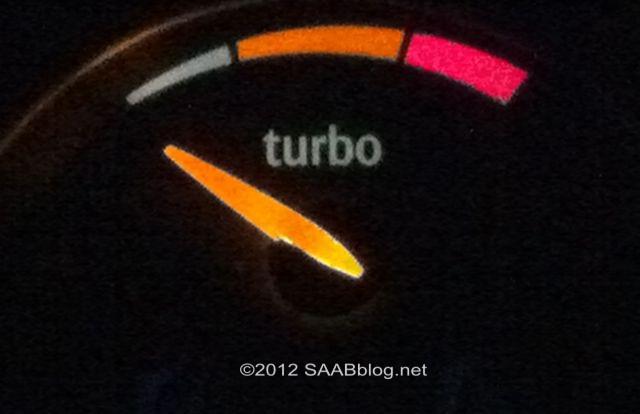 Indicador de pressão de aumento de Saab Turbo X, recepção brilhante à noite