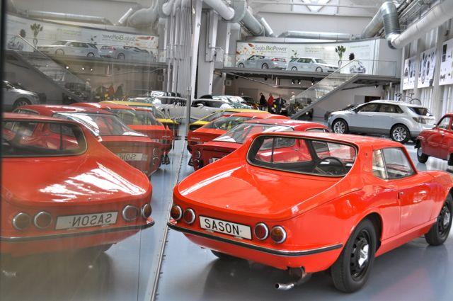 Catherina van Sason en de Saab Sonett-familie in het Saab-museum