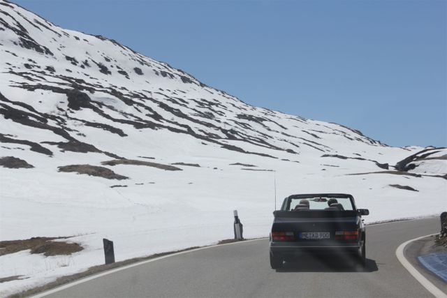 Saab 900 Cabriolet on the way to the south. Picture of Otto