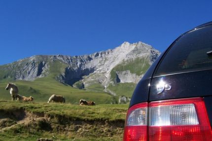 SAAB 9-5 in the skin Pyrenees. Photo of Mark.