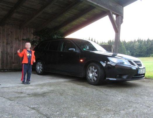 Traje deportivo Saab 9-3 y Christian Saab, hijo entusiasta. Foto de Christian