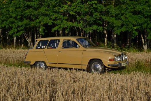 Saab 9-5 en el campo de maíz finlandés. Foto de Ulrich