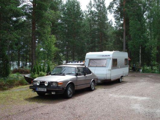 Saab 90 con caravana. Foto de Volker.