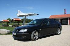"""Saab 9-3 en Suecia en el área de descanso """"Viggen"""" a 25 km al este de Trollhättan en la carretera principal 44. Foto de Erik."""