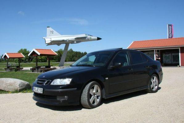 """Saab 9-3 in Schweden auf dem Rastplatz """"Viggen"""" 25km östlich von Trollhättan an der Bundesstraße 44. Foto von Erik."""