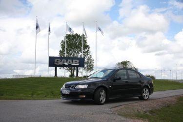Saab 9-3 vor dem Saab Werk. Foto von Erik.