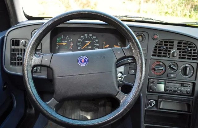 Saab 9000 CS interior: purism, cool shapes, pure function.