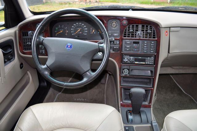 Saab 9000 CSE interior: leather, wood, pure luxury