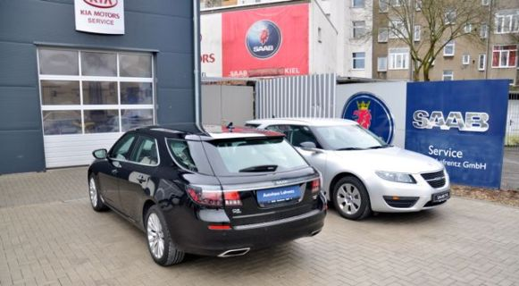 O fato esportivo 9-5 II Aero vem na coleção particular da Saab em Kiel ...