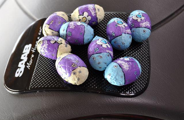 Negen chocolade-eieren, het konijn ontbreekt nog ...