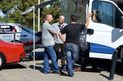 Il capo della Germania di Saab Parts Jan-Philipp Schuhmacher e Tom in visita a Nico Gasparatos