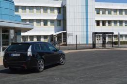 Coming Home - TX em frente à fábrica da Saab