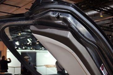 BMW i8: Kolfiber synlig