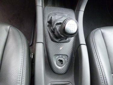 Saab Turbo X com insertos de couro de carbono ao redor do botão de engrenagem © 2014 Centro Saab