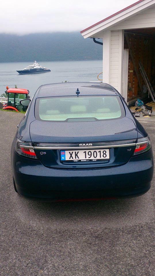 Saab 9-5 NG mit saabblog.net Nummernschild Halter unterwegs in Norwegen