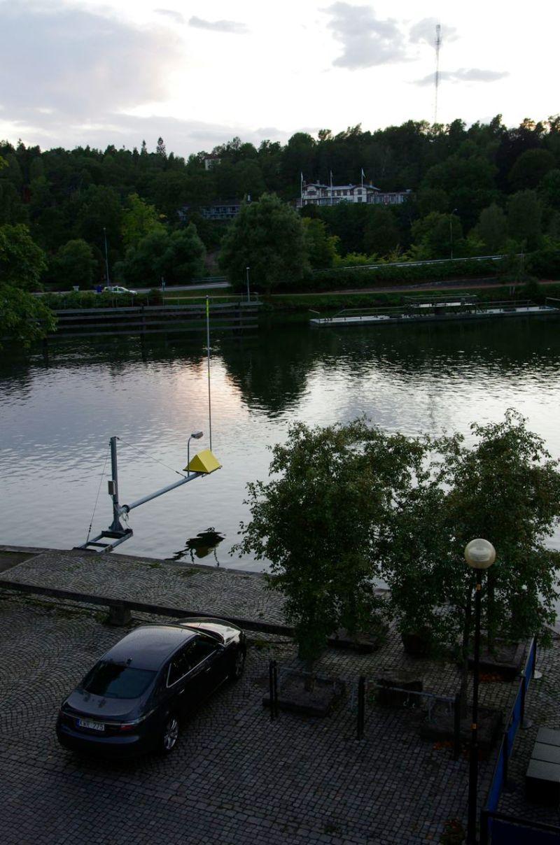 Kvällstemning i Trollhättan. Saab 9-5 NG, Hotel Albert, med utsikt över kanalen.
