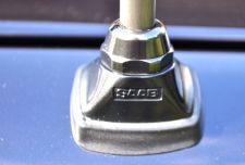 Detail: Antennenfuss mit Saab Schriftzug ©2014 saabblog.net
