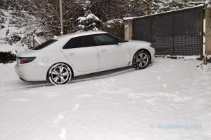 Saab 9-5 i snön. Det passar.