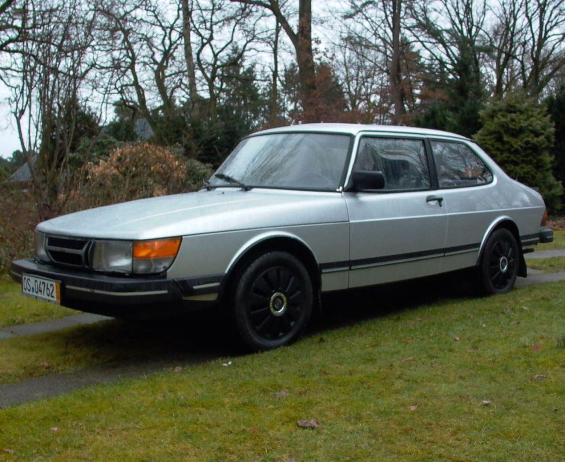 Saab 900 Sedan, portas 2. Muito raro e feliz!