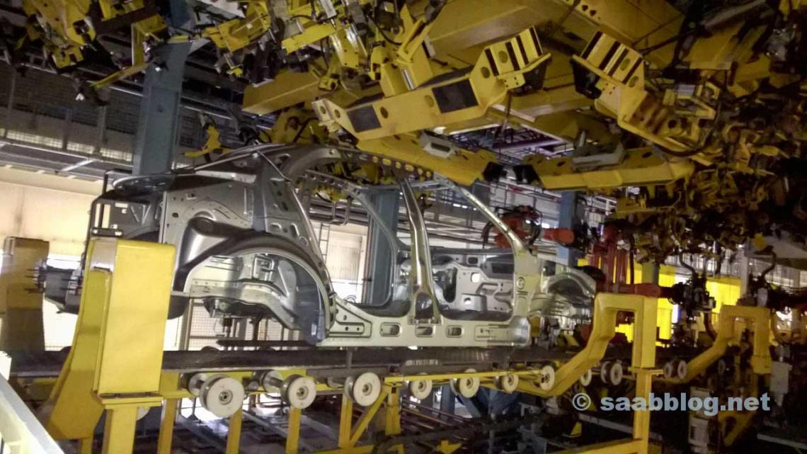 A 9-3 SportSedan body on the assembly line