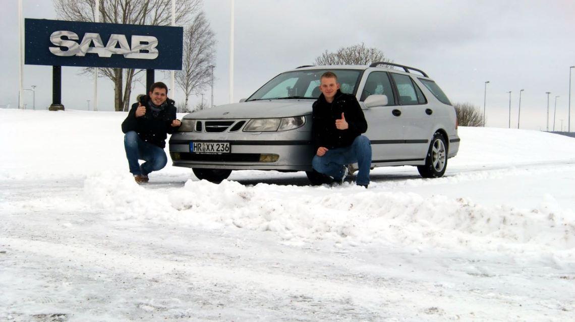 Vor dem Saab Werk