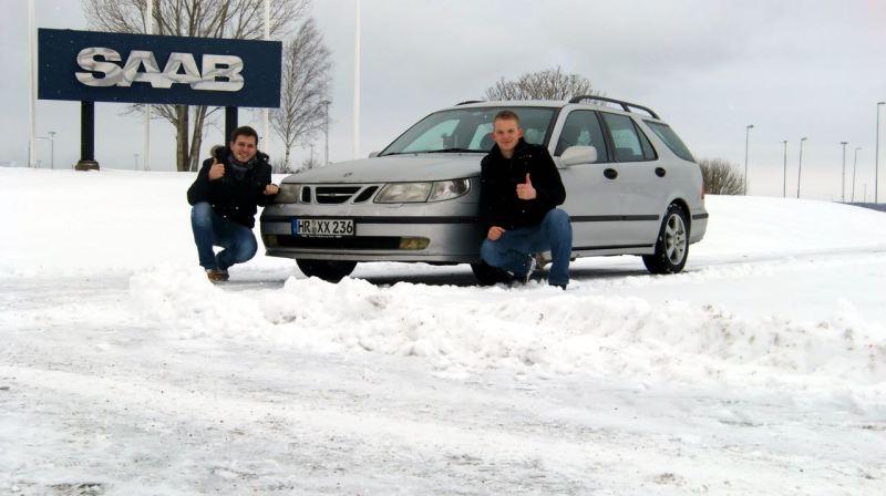 Framför Saab-fabriken