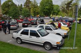 Saab 9000 em frente ao museu