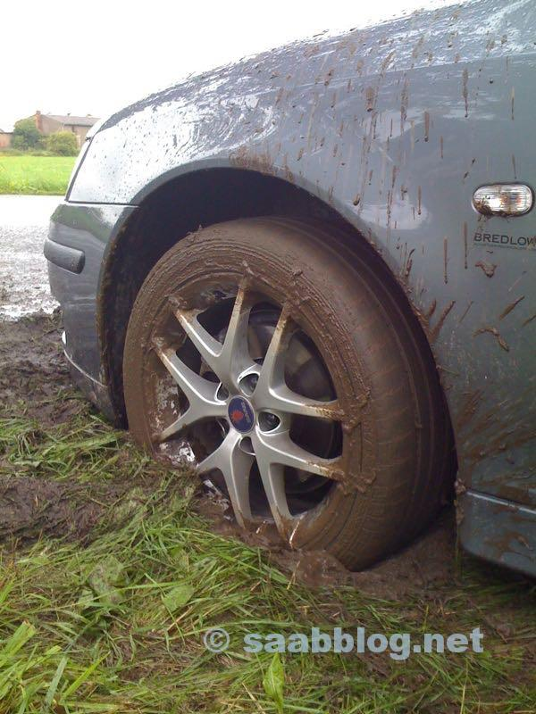Image 1. Saab dans la boue. Photo d'Andreas