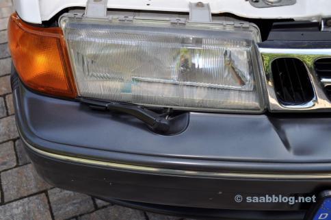 Original Saab strålkastare. Men vad är det där?