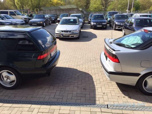Anna meets Saab 9000 SC