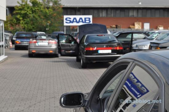 Il mondo è Saab. Solo Saab nel cortile.