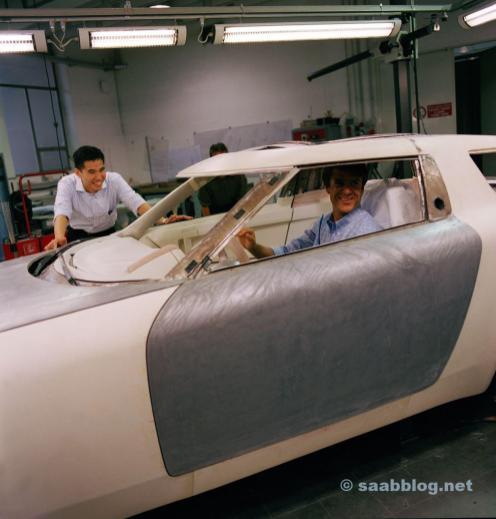 Michael Maurer und Anthony Lo mit Saab 9x Concept
