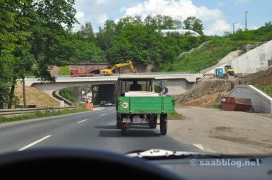 Saab ontmoet tractor en ICE. Bouwplaats Schwarzkopf Tunnel.
