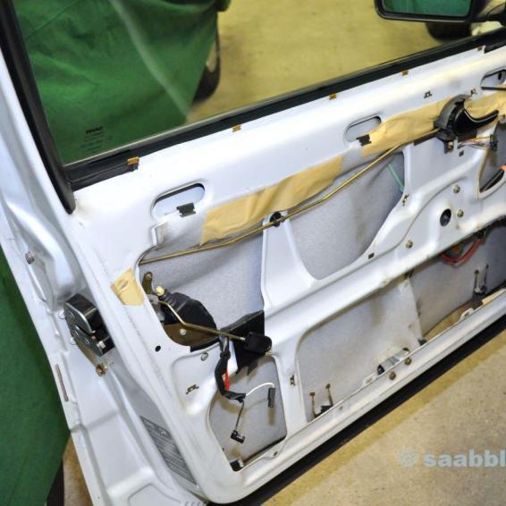 Дверь Saab 9000 CC 1989 для сравнения.