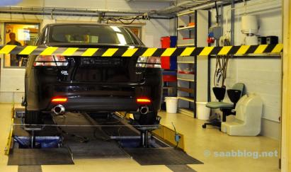 Saab Powertrain Komplex. Blick in ein Labor.