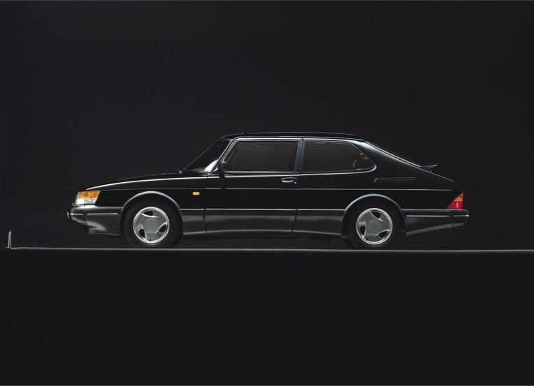 Saab 900. Como negro Aero o golfo sob o Säben. Mas também desejável em outras cores. De Stock: Automóveis de Saab