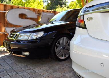 Zwei Generationen 9-5. Einer der ersten Kombis, eine der letzten Limousinen.