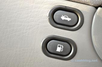 Задний бак и задняя дверь. В случае, если крышка бака удалена.