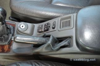 Console com compartimento para moedas.