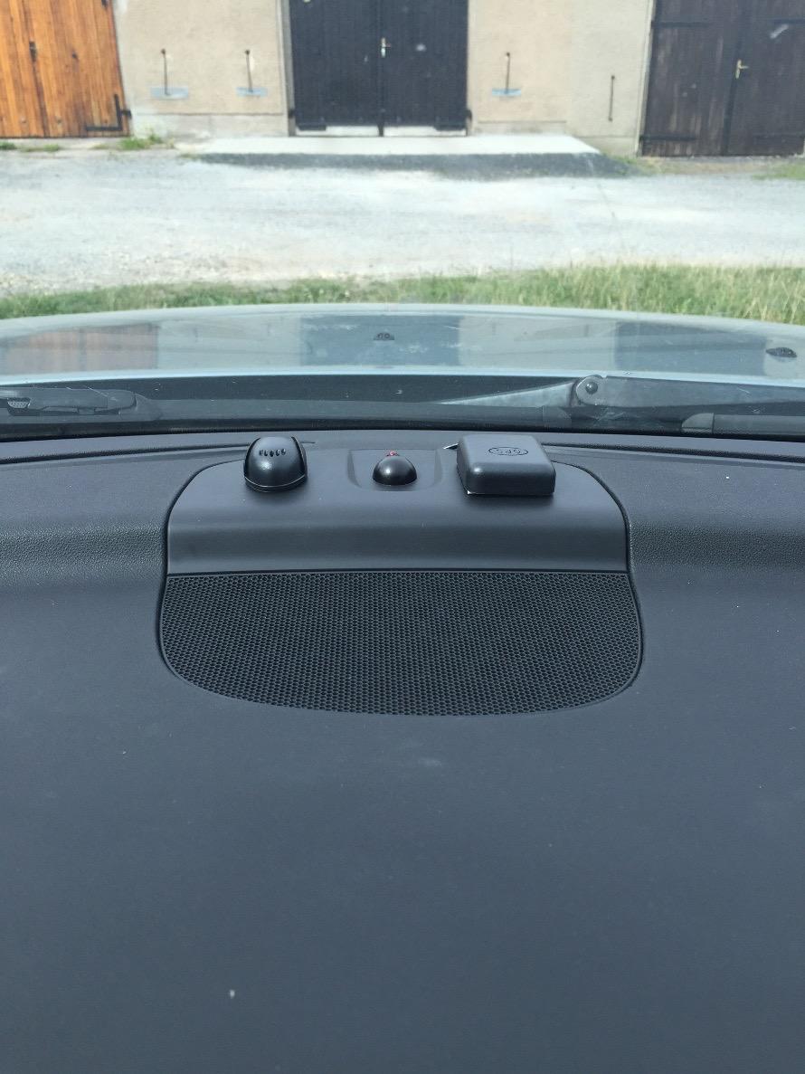 Установка микрофона и антенны GPS.