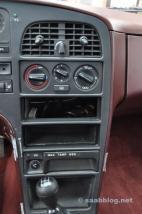 Mittelkonsole, kein Radio, keine Klimaanlage.