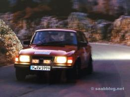 Ein Saab unterwegs, sportlich natürlich