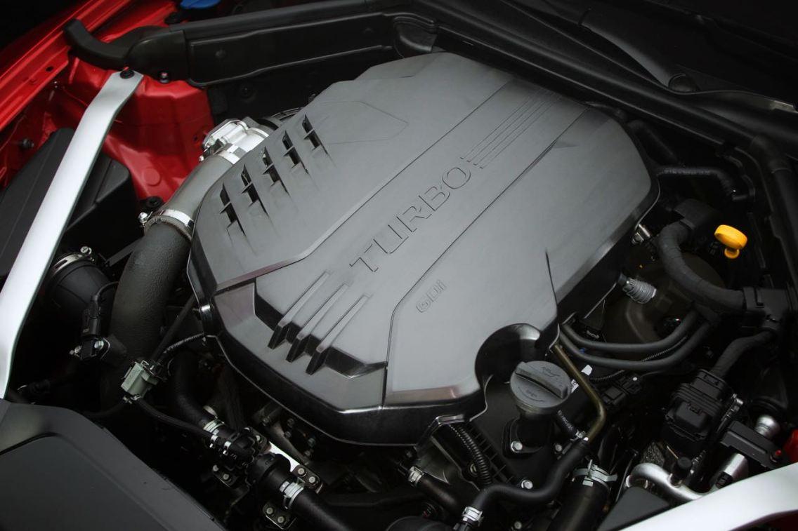 Biturbo V6 eller 4 cylinder turbo valfri under huven. Bild: Kia