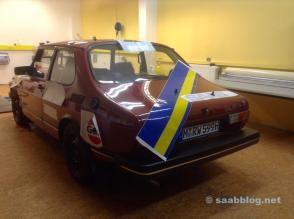 e o Saab 999 é desenhado ...